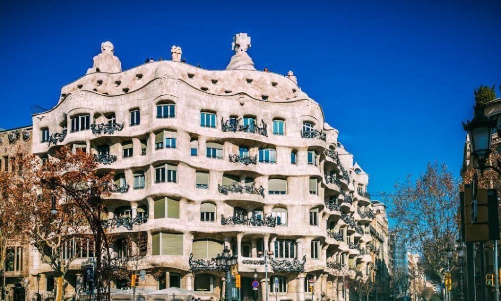Sıradışı Yapılar Ve Bu Yapıların Öyküsü Casa Mila Antoni Gaudi