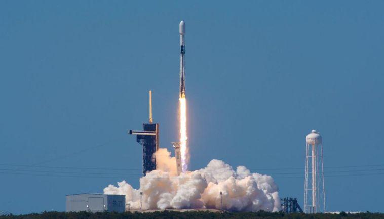 Space X Şirketinin Falcon 9 Roketi